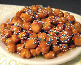 Strufoli (Italian honey balls): 6 Sweets and Treats for Spring | countingtheleaves.com